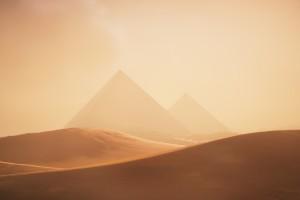 沙漠与金字塔