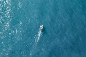 大海与船只