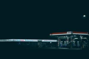 深夜加油站