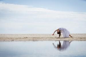 海边做瑜伽