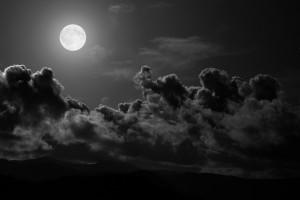 月光与乌云