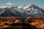 黄昏后的雪山