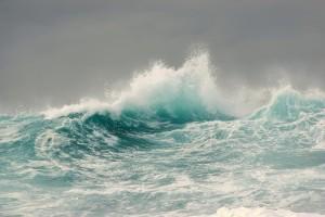 波涛汹涌的大海