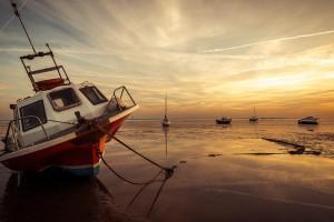 夕阳下的船