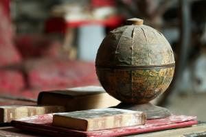 古老的地球仪